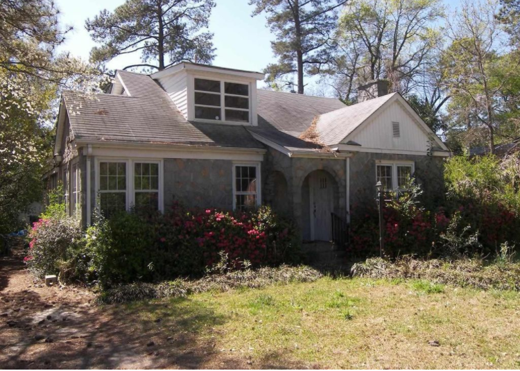 Mount Pleasant real estate agent behind a South Carolina 'nightmare house' listing doesn't know what's going oneither